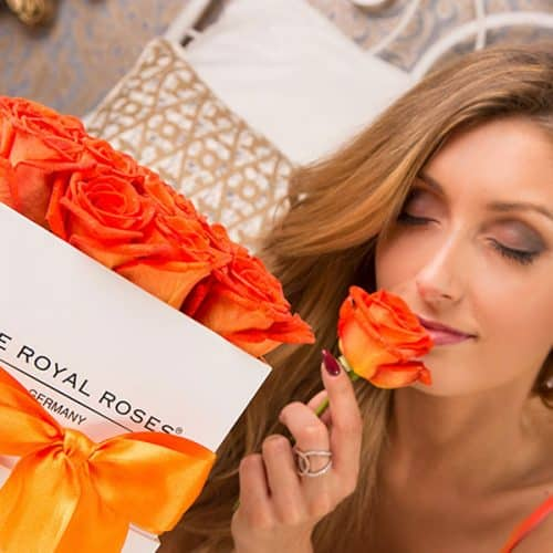 The Royal Roses® Die orangen Rosen in der Royal Cube Box - weiß Flower Box